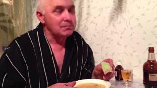 Папа ест васаби ложками!