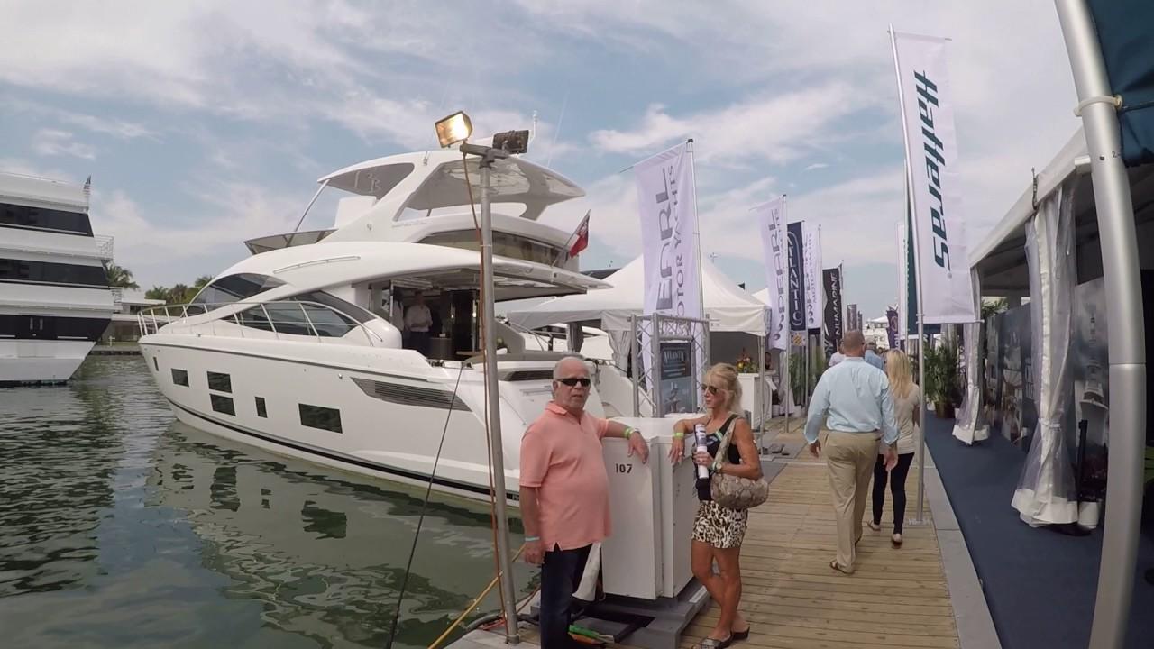 Катер Cabin Velvette 23 Active Sedan на Moscow Boat Show 2017 .