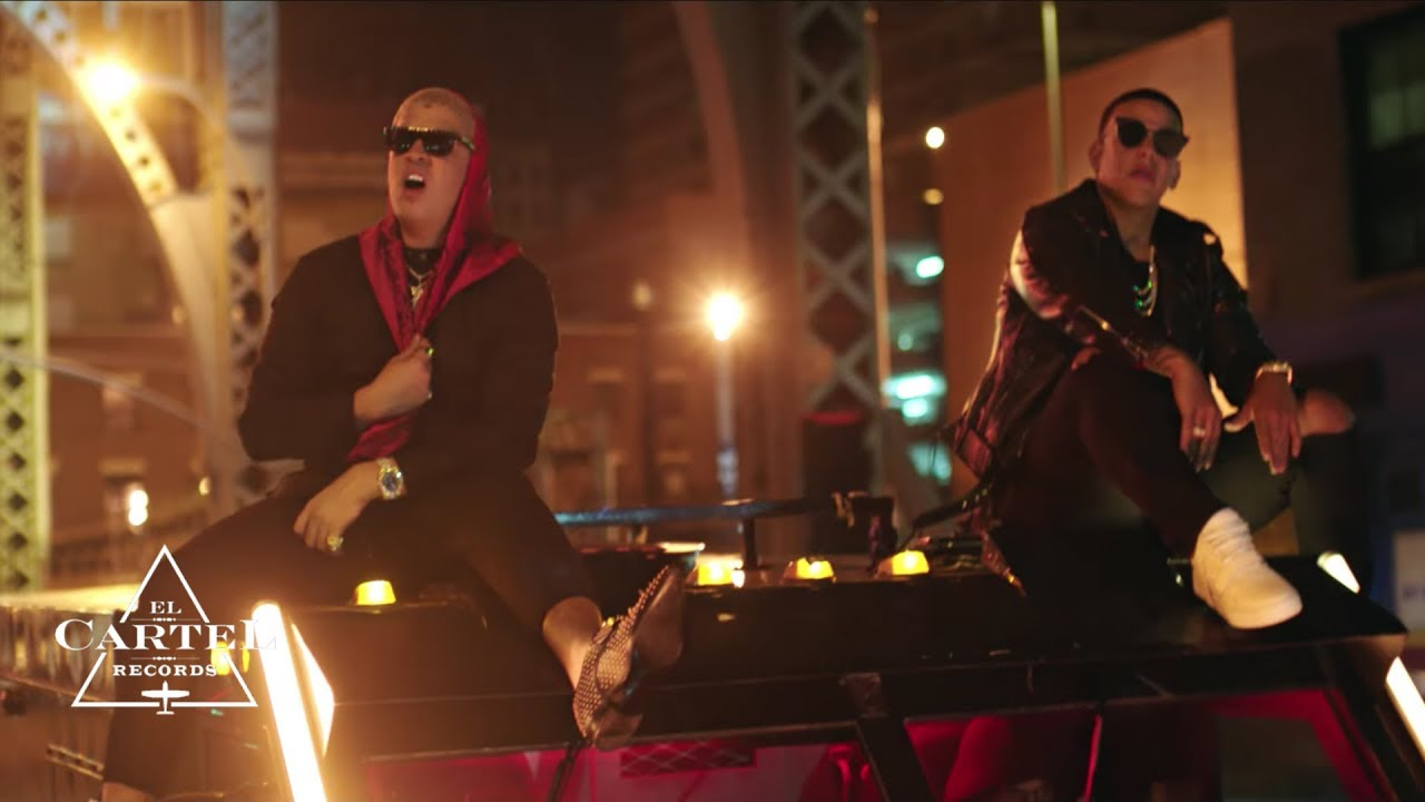 Daddy Yankee & Bad Bunny - Vuelve (Video Oficial)