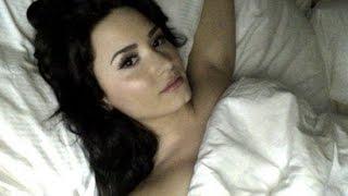 Demi Lovato, sin maquillaje y…. ¡sin ropa!