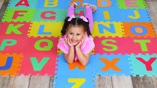 Aprenda o Alfabeto Brincando   Musica do Alfabeto   Bia e Henry Kids