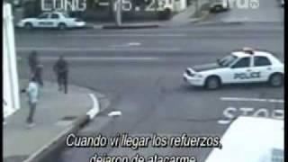 PANDILLEROS AGREDEN A POLICIA EN VIVO