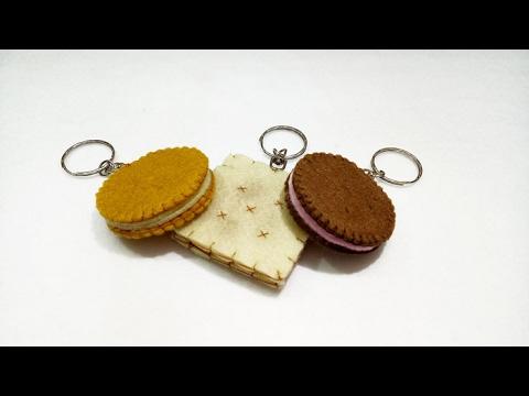 DIY Felt Biscuit Keychain