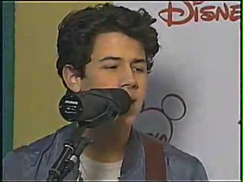 HQ   to party ACOUSTIC! Jonas Brothers  at radio disney!  to party ACOUSTIC!
