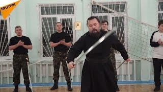 ロシアの聖職者の見事な剣さばき!