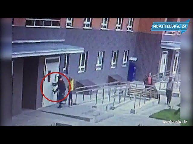 Домофон сдает позиции перед плохими дверьми и вандализмом