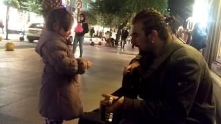 İdil Fırat müzik aşığım miniğim. Sokak Sanat Şarkıları ve Gitar ile Kadıköy Moda Sokaklar Şenleniyor