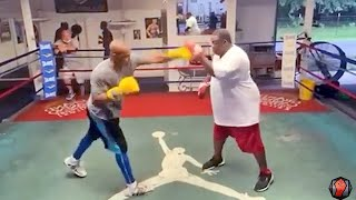 ROY JONES JR LIGHTING UP THE MITTS TRAINING FOR MIKE TYSON! THROWS RIGHT HAND BOMBS DURING WORKOUT