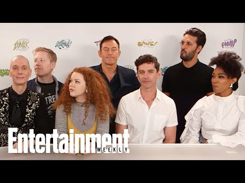 Thumbnail: Star Trek's Sonequa Martin-Green Shows Off Her Vulcan Salute | SDCC 2017 | Entertainment Weekly