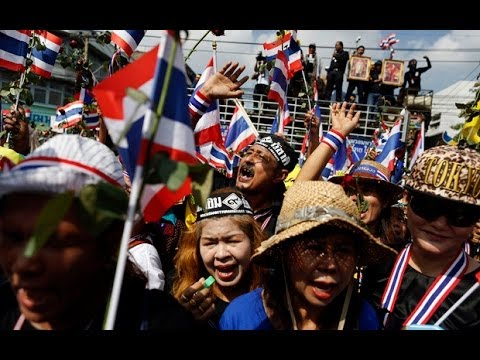 Thailand: anti-government protesters mass outside Ministry