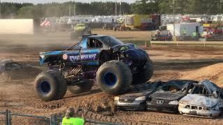 Monster Truck Shootout - Racing: Predator vs. Samson