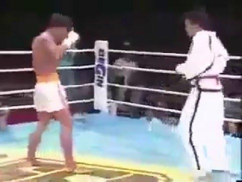 สายดำ เจอ มวยไทย ไปไม่เป็นเลย!! โดนเตะแทบขาหัก
