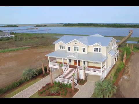 Waterfront Living at Helms Port