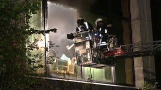 Feuerwehr Dortmund im Einsatz bei Brand in leer stehendem ehemaligen Bürogebäude