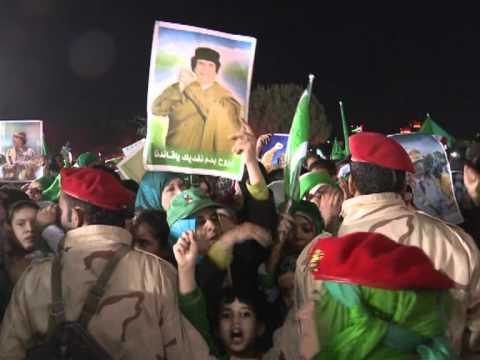 Human shields protect Kadhafi's Tripoli HQ