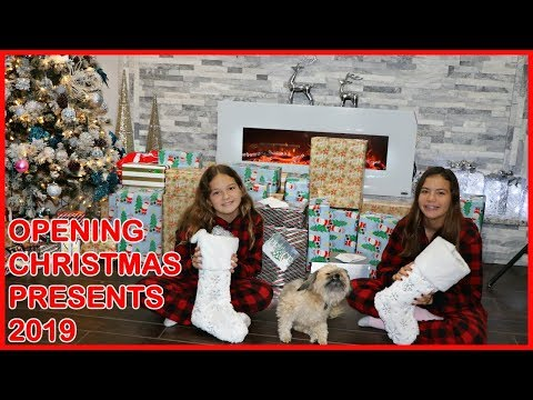 OPENING CHRISTMAS PRESENTS 2019 | SISTER FOREVER