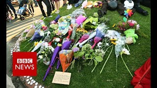 Flowers and Haka: Christchurch's tribute - BBC News