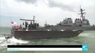 Tàu chiến Mỹ bị đâm thủng  trên vùng biển Singapore