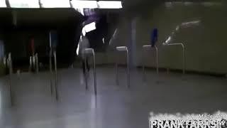 Пранк большой член на метро