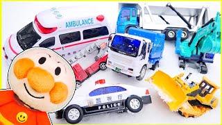 はたらくくるま アンパンマン 雪の中でかくれんぼをしよう♪ パトカーや救急車、はしご消防車、ごみ収集車、ショベルカー、ブルドーザーのおもちゃが隠れるよ! 子供向け
