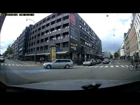 Blatant red light runner - Bad drivers in Copenhagen