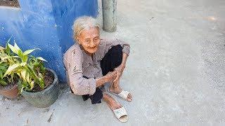 Cụ bà 90 tuổi nghèo vật chất nhưng giàu tình cảm