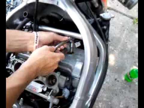 2004 Honda F4i Changing Spark Plugs Part1