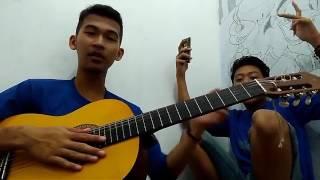 Video lucu banget main gitar salah petik !