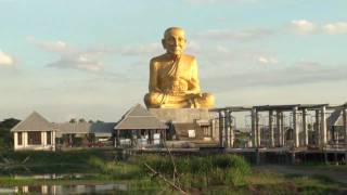 Huge statue of Luang Phor Thuad (龙普托) in Ang Thong, Thailand