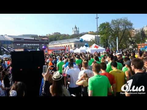 Mo Farah is drinking water in the final of 5000m - 15TH IAAF WORLD CHAMPIONSHIPS BEIJINGиз YouTube · С высокой четкостью · Длительность: 32 с  · Просмотры: более 3.000 · отправлено: 31-8-2015 · кем отправлено: Smart Running
