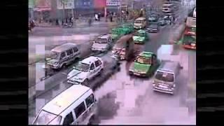 Raw Video - Парень попадает на машине по шоссе(Raw Video - Парень попадает на машине по шоссе., 2012-04-16T19:58:02.000Z)
