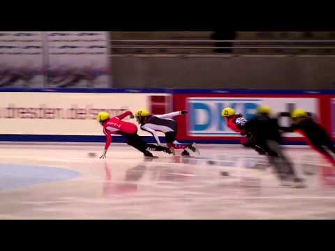 Elise Christie steals a 500m win on the last bend