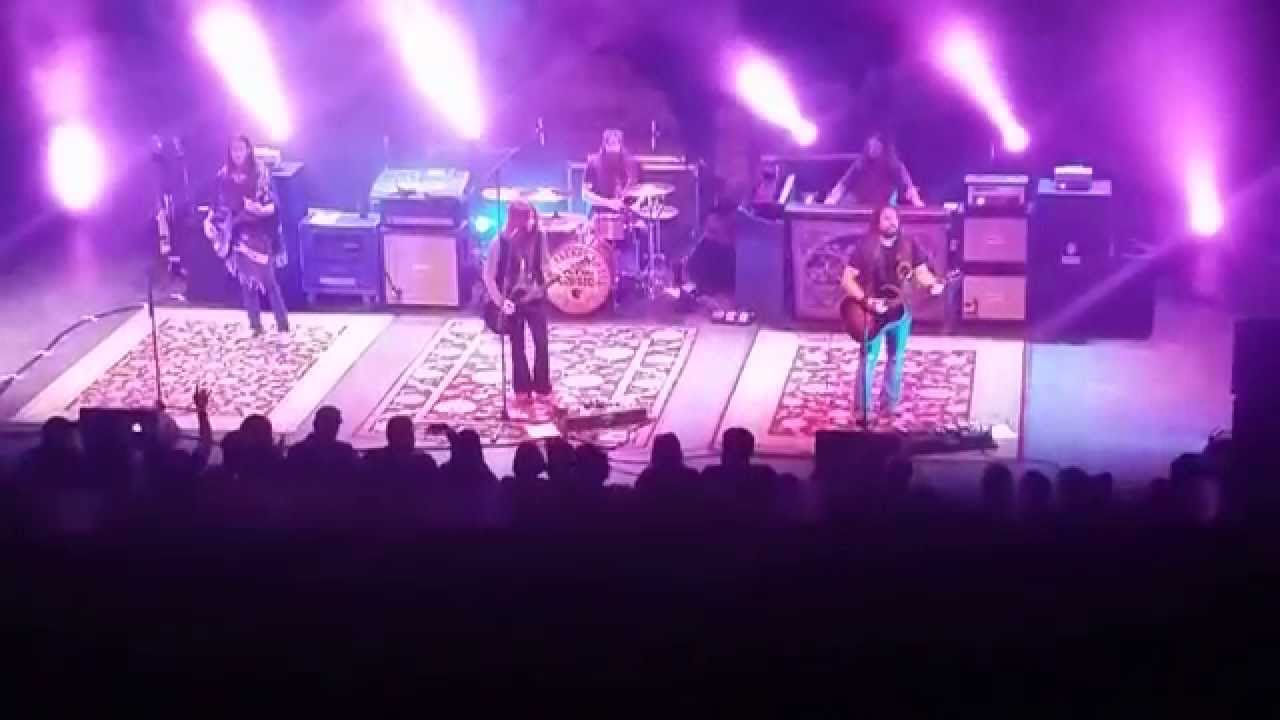 blackberry smoke one horse town and holding all the roses youtube. Black Bedroom Furniture Sets. Home Design Ideas