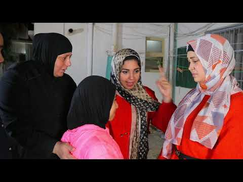 ام تررمي بنتها في الشارع !! شوفو ايه السبب ؟؟