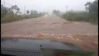 TR4 atravessando enchente completo