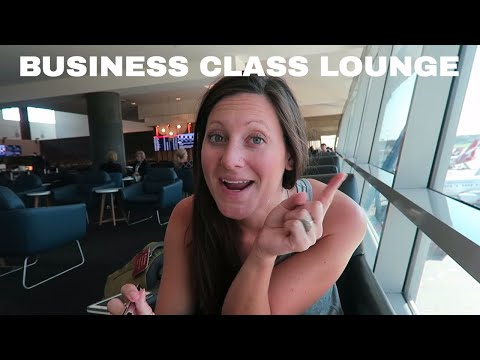 Qantas BUSINESS CLASS Lounge (+Sydney Harbor)