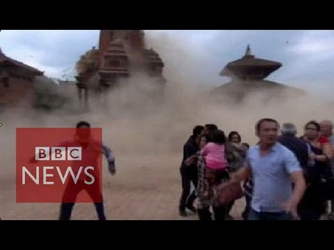Nepal earthquake: Video shows terrified tourists as the temple collapses - BBC News