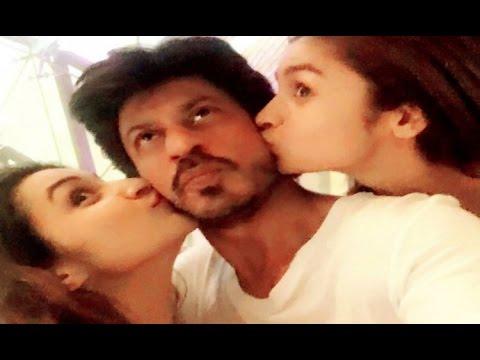 Shahrukh Khan Kissed By Alia Bhatt And Parineeti Chopra