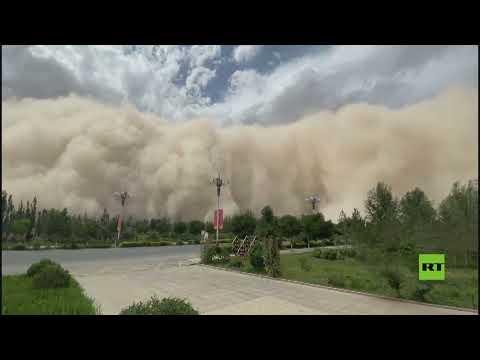 مشاهد لـ عاصفة رملية هائلة تجتاح مناطق شمال غرب الصين