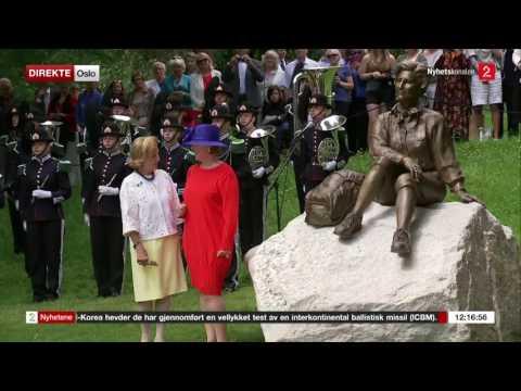 Queen Sonja statue unveiled by her grandchildren