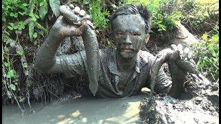 THÓT TIM khi Mò tay vào hang bắt cá mắc cạn mùa khô và cái kết