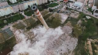 Wyburzanie komina na Zarzeczu.