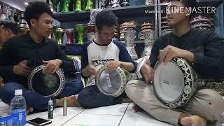 Main Darbuka Mampir di toko Alat Musik Islami.
