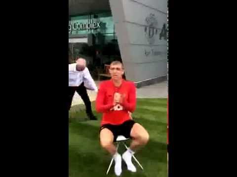 Darren Fletcher Ice Bucket Challenge Nominates Cristiano Ronaldo!
