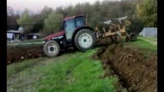 newholland m135 con aratro bivomere moro