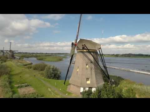 UNESCO Werelderfgoed: Molens van Kinderdijk by drone.