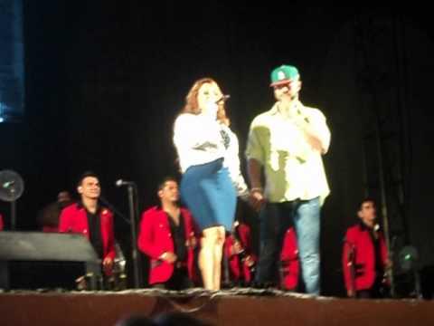 """Jenni Rivera - Mazatlán 2012 """"Chuper Amigos Bailando de Cartoncito"""