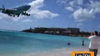 Аэропорт Святой Юлианны, остров Сен-Мартен(Загорая на пляже Махо-Бич, на голландской части острова Сен-Мартен, можно на время забыть про море, наблюдая..., 2010-11-17T15:25:47.000Z)