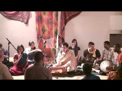 Bhajan @ Chi Yoga - Hari das - Hari Haraye Namaha 5/5
