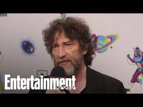 Neil Gaiman On How 'Good Omens' Honors The Late Terry Pratchett | SDCC 2018 | Entertainment Weekly